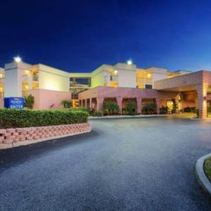 Yuengling Center Hotels - Baymont by Wyndham Tampa Near Busch Gardens