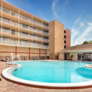 Raymond James Stadium Hotels - Ramada By Wyndham Tampa Airport Westshore