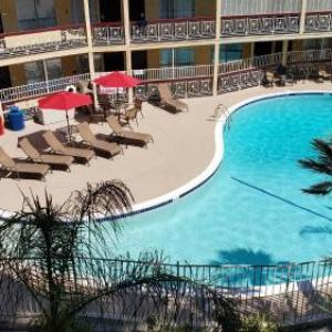 Hotels near Starlight Bowl - Ramada By Wyndham Burbank Airport