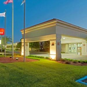 Hotels near Genesee Theatre - Ramada Waukegan Great Lakes