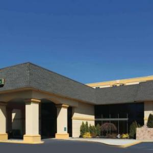 Grand Prix New York Hotels - La Quinta Inn & Suites White Plains - Elmsford