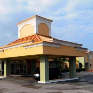 Hotels near Bourbon Street Nightclub New Port Richey - Magnuson Hotel & Marina New Port Richey