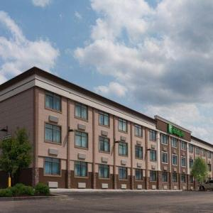 Hotels near House of Music and Entertainment Arlington Heights - Holiday Inn Mount Prospect-Chicago