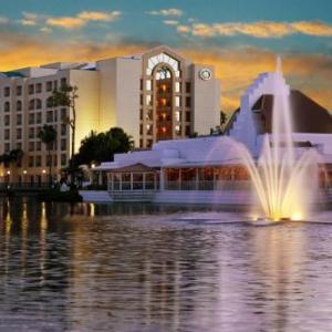 Hotels near Sunset Cove Amphitheater - Hilton Boca Raton Suites