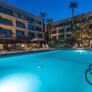 Hotels near Fillmore and Western Railway - Grand Vista Hotel Simi Valley