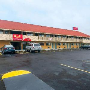 Hotels near Adrianna's Banquets - Econo Lodge South Holland