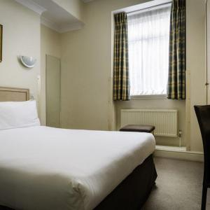 Hotels near Porchester Hall - Henry Viii