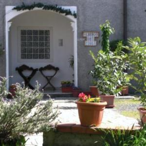 Book Now Albergo dei Tigli (Brugnato, Italy). Rooms Available for all budgets. Albergo dei Tigli is located in a tranquil area in Brugnato and offers views over the mountains of Liguria. The property has classic-style rooms a terrace and free on-site par