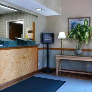 Hotels near Whitewater Valley Railroad - The Woodridge Inn