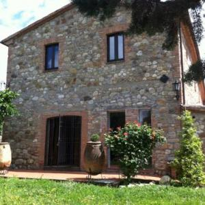 Book Now Girasoli di Bargiano (Allerona, Italy). Rooms Available for all budgets. Set on a hill at an altitude of 450 metres Girasoli di Bargiano is located in a peaceful area 4 km outside Allerona. The property offers rustic-style rooms an outdoor pool and