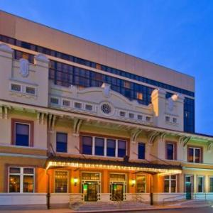 Pensacola Bay Center Hotels - Pensacola Grand Hotel