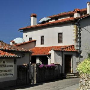 Book Now Agriturismo Borgo Mocale (Castelfranco di Sopra, Italy). Rooms Available for all budgets. Set in the countryside 3 km from Castelfranco di Sopra Agriturismo Borgo Mocale offers an outdoor pool a Turkish bath and rustic-style rooms. Olive oil and cheese are produced