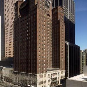 Hotels near Vic Theatre - Warwick Allerton Hotel Chicago