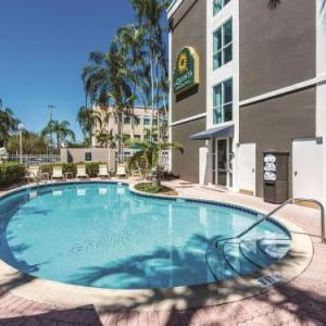 Round Up Country Western Nightclub Hotels - La Quinta Inn & Suites Plantation At Southwest 6th Street