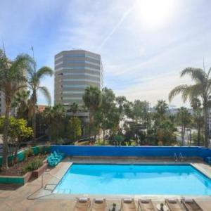 The Cellar and Quenton's Restaurant Hotels - Renaissance Long Beach Hotel