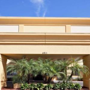 Hotels Near Dallas Bull La Quinta Inn And Suites Tampa East Fairgrounds