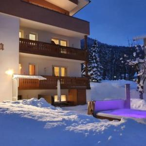 Book Now B&b apartments Monika (San Valentino alla Muta, Italy). Rooms Available for all budgets. Offering a barbecue and hot tub B&b apartments Monika is located in San Valentino alla Muta in the Trentino Alto Adige Region 500 metres from Seilbahn Haideralm. Free WiFi