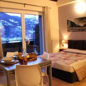 Book Now Case Appartamenti Vacanze Da Cien (Aosta, Italy). Rooms Available for all budgets. Set in Saint-Christophe Case Appartamenti Vacanze Da Cien features free parking and a bus to Aosta stops 100 metres away.The modern apartments feature a fully equipped kitchen