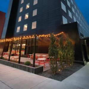 Target Center Hotels - Radisson Red Minneapolis Downtown