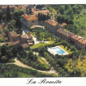Book Now La Romita Agriturismo (Montisi, Italy). Rooms Available for all budgets. Immersed in the Tuscan countryside and offering an outdoor pool and a restaurant specialised in local cuisine La Romita Agriturismo is located in Montisi. It offers country st