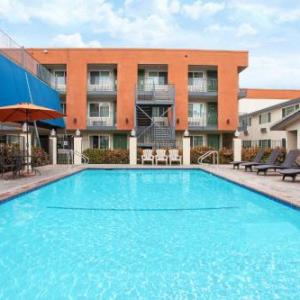 Chain Reaction Anaheim Hotels - Travelodge Inn & Suites By Wyndham Anaheim On Disneyland Dr