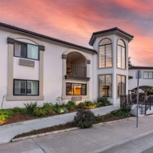 Hotels near Henry J. Mello Center for the Performing Arts - Best Western Rose Garden Inn