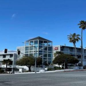 Blue Lagoon Santa Cruz Hotels - Best Western Plus All Suites Inn