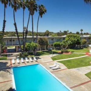 Seal Beach Pier Hotels - Best Western Golden Sails Hotel