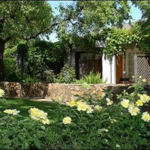 Hotels near Lincoln Theater Yountville - Petit Logis Inn