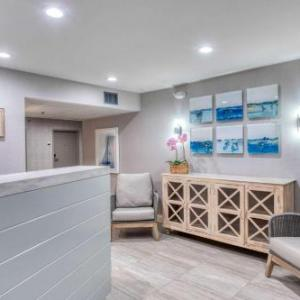 Hotels near Old Whaling Church - Clarion Inn Marthas Vineyard