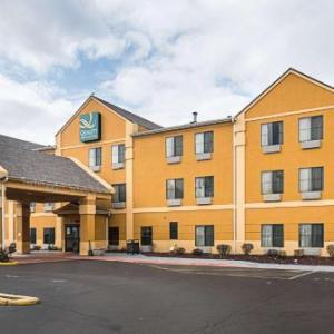 Hotels near Adrianna's Banquets - Quality Inn & Suites Harvey