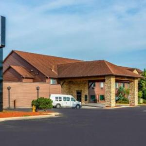 Hotels near Fusion Sports Center Rockford - Riverview Inn & Suites An Ascend Hotel Collection Member