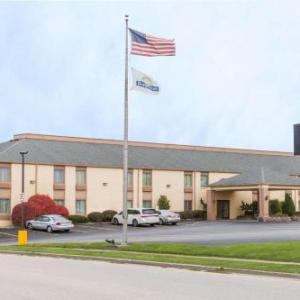 US Cellular Coliseum Hotels - La Quinta Inn Bloomington