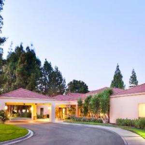 Tommy T's Pleasanton Hotels - Courtyard By Marriott Pleasanton