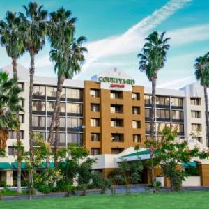 Romano's Concert Lounge Hotels - Courtyard by Marriott Riverside UCR / Moreno Valley Area