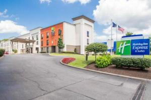Comfort Inn & Suites Airport - Wolf Road