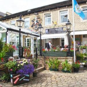 Huddersfield Town Hall Hotels - Huddersfield Central Lodge Hotel