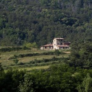Book Now Agriturismo Il cucciolo (Lugnano, Italy). Rooms Available for all budgets. Offering a seasonal outdoor pool and barbecue Agriturismo Il cucciolo is situated in Lugnano in the Umbria Region 48 km from Assisi. The farm stay has a sun terrace and views