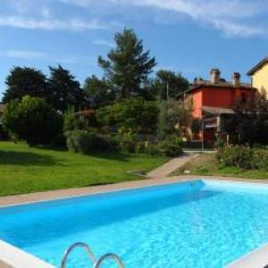Book Now Borgo Mandoleto - Country Resort & Spa (Solomeo, Italy). Rooms Available for all budgets. Offering a pool and free fitness centre Borgo Mandoleto - Country Resort & Spa is situated in the countryside of Solomeo. It combines country living with easy access to th
