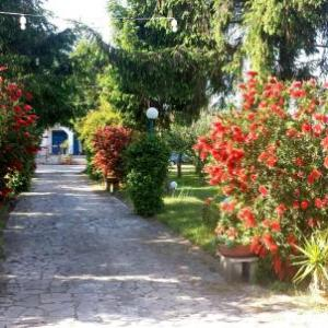 Book Now Villa Glori (Varcaturo, Italy). Rooms Available for all budgets. Featuring a garden Villa Glori offers modern accommodation in Varcaturo. With free private parking the property is a 5-minute drive from the sandy beaches of Lido di Licola.Ro