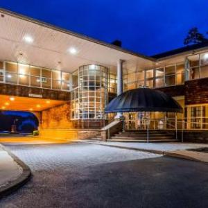 Vassar College Chapel Hotels - Best Western Plus The Inn & Suites At The Falls
