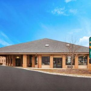 Hotels near Warwick Hills Country Club - Quality Inn Grand Blanc