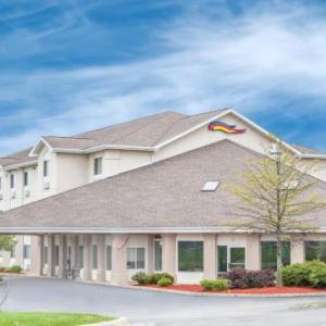 Hotels near Winnebago County Fairgrounds Pecatonica - Baymont Inn And Suites Freeport