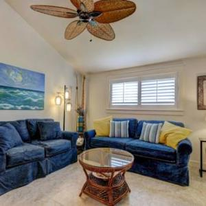 Book Now Chateau La Mer II 704 Destin (Destin, United States). Rooms Available for all budgets. Featuring an outdoor pool Chateau La Mer II 704 Destin is an apartment offering private beach access opposite the property. Guests benefit from balcony and a barbecue. Free Wi