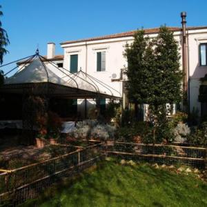 Book Now Agriturismo Le Clementine (Badia Polesine, Italy). Rooms Available for all budgets. Agriturismo Le Clementine is located in Badia Polesine and set in tis garden. It features free Wi-Fi throughout spacious en suite room and a typical restaurant. Private parkin
