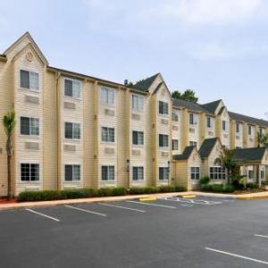 Hometown Inn & Suites Jacksonville Butler Blvd./Southpoint
