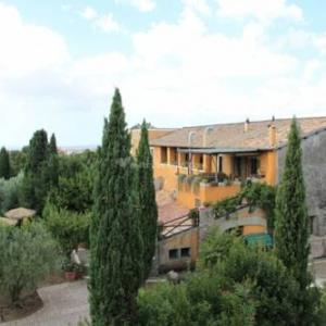 Book Now Vecchio Montano Country House (Albano Laziale, Italy). Rooms Available for all budgets. Vecchio Montano Country House is located in Albano Laziale and set in its garden featuring a swimming pool. It offers air-conditioned rooms a typical restaurant and an extensi