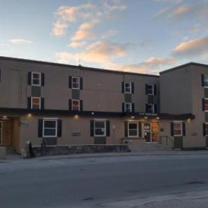 Book Now Hotel Corner Brook (Corner Brook, Canada). Rooms Available for all budgets. Hotel Corner Brook is located in the heart of downtown within 10 minutes' walk of local restaurants shops and amenities. The front desk is staffed 24 hours a day.Guest rooms i