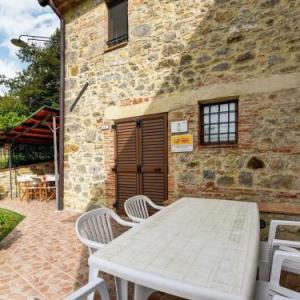 Book Now Villa Scarpetta (Radicofani, Italy). Rooms Available for all budgets. Located 50 km from Perugia and 40 km from Saturnia Villa Scarpetta offers pet-friendly accommodation in Radicofani. You can relax by the seasonal outdoor pool in the garden in