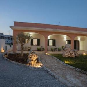 Book Now Casina dei Nonni (Carpignano Salentino, Italy). Rooms Available for all budgets. Offering a garden and a terrace with sun loungers Casina Dei Nonni is in central Carpignano Salentino and a 15-minute drive from the local beaches. It features free WiFi and f